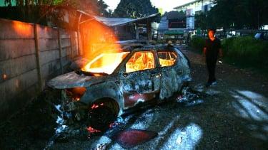 Sejumlah mobil terbakar akibat rusuh di Komplek Asrama Brimob, Petamburan