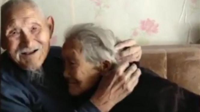 Kakek dan nenek di China yang romantis hingga usia senja
