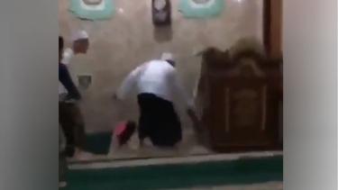 Tikus masuk masjid.