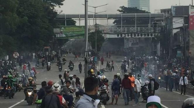 Bentrok di Jalan Jatibaru, Tanah Abang, Jakarta Pusat.