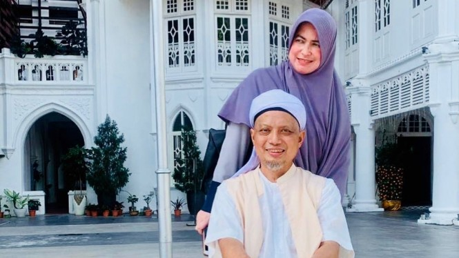 Ustaz Arifin Ilham dan Istri