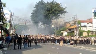 Kerusuhan dan aksi bakar ban pecah di Slipi, Kamis. 22 Mei 2019.