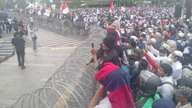 Massa unjuk rasa di depan Bawaslu, Jakarta, Rabu, 22 Mei 2019.