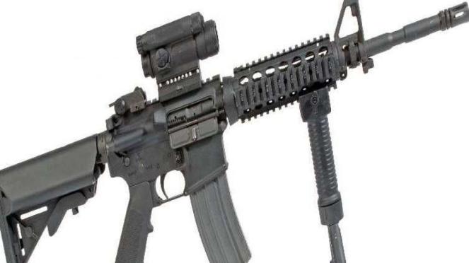 Senjata serbu M4 Carbine.
