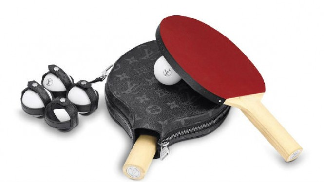 Set sarung ping-pong Louis Vuitton seri monokrrom.