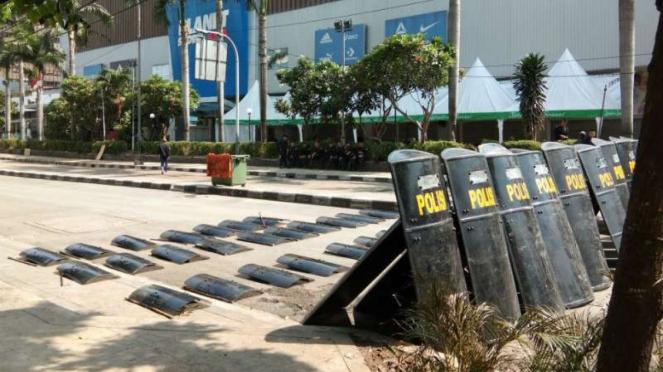 Penutupan jalan masih dilakukan di kawasan Jalan MH Thamrin, Jakarta Pusat.