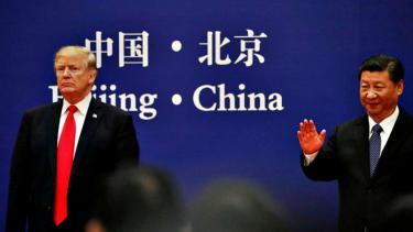 https://thumb.viva.co.id/media/frontend/thumbs3/2019/05/23/5ce6383c816f4-tiga-pelajaran-bisnis-dari-perang-dagang-china-vs-as_375_211.jpg