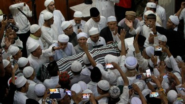 Ustaz Arifin Ilham Dishalatkan di Az-Zikra Sentul
