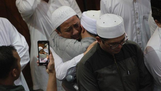 Ustaz Arifin Ilham Dishalatkan di Az-Zikra Sentul, Ustaz Yusuf Mansur