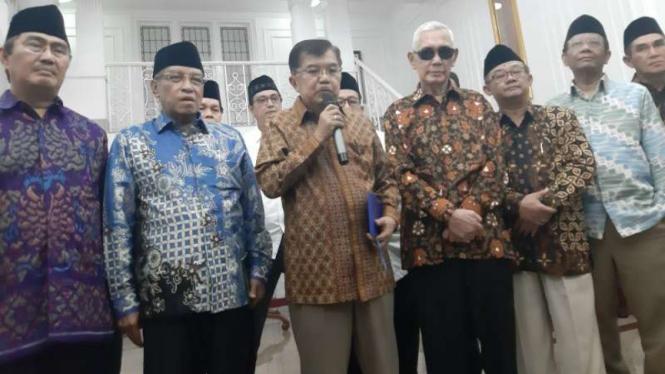 Wakil Presiden Jusuf Kalla bertemu dengan para tokoh politik di kediamannya