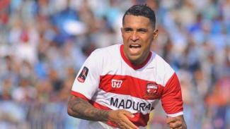 Penyerang Madura United, Alberto