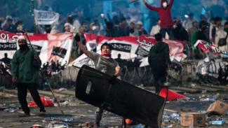 Bentrok antara pengunjuk rasa dan petugas keamanan di Jakarta berlangsung selama dua malam, dan beberapa orang dilaporkan meninggal.