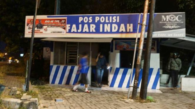 Sebuah pos Polisi Lalu Lintas di Solo, Jawa Tengah, setelah kebakaran Jumat dini