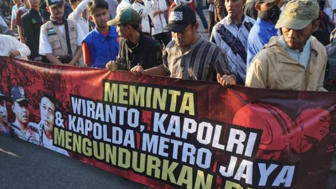 Dewan Syariah Kota Surakarta (DSKS) menggelar aksi demo Polresta Solo