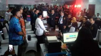 Kuasa Hukum Prabowo-Sandi mengajukan gugatan sengketa Pilpres 2019 di MK