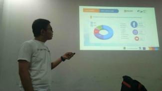 Trainer Google Initiative, Afwan Purwanto dalam pelatihan di VIVA.co.id