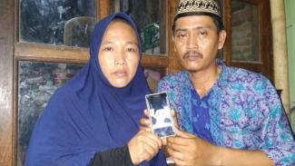 Orangtua Harun, remaja yang meninggal dalam kerusuhan 22 Mei.