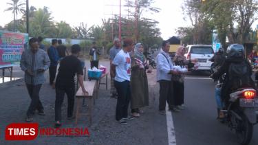 https://thumb.viva.co.id/media/frontend/thumbs3/2019/05/25/5ce9480f4451c-paguyuban-keluarga-ngapak-berbagi-di-bulan-ramadhan_375_211.jpg