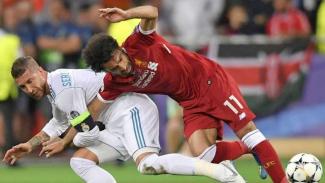 Insiden Sergio Ramos menjatuhkan Mohamed Salah di final Liga Champions 2017/2018