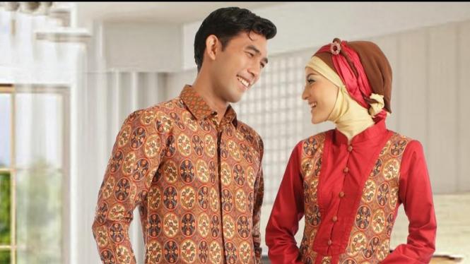 3 Cara Mudah Memilih Baju Muslim Couple Untuk Lebaran