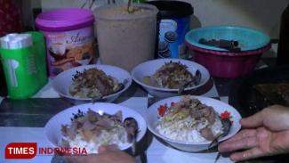 https://thumb.viva.co.id/media/frontend/thumbs3/2019/05/26/5cea87fad2a76-soto-belanda-di-probolinggo-cocok-untuk-menu-buka-puasa_325_183.jpg