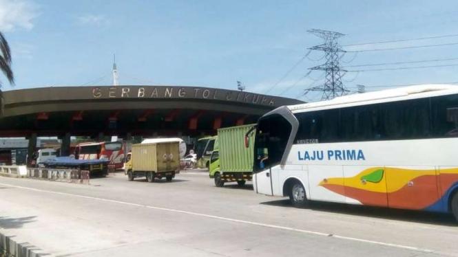 Gerbang Tol Cikupa, di Jalan Tol Tangerang-Merak