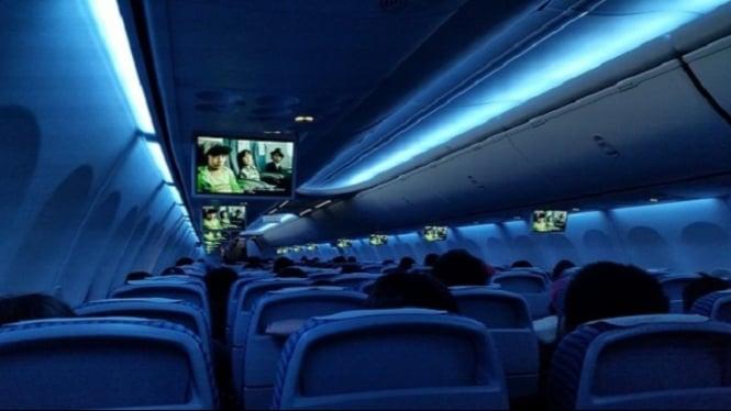Kenapa Lampu Kabin Pesawat Dimatikan Saat Akan Terbang atau Mendarat? Ini Alasanya