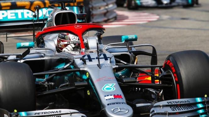 Pembalap Mercedes AMG Petronas, Lewis Hamilton.