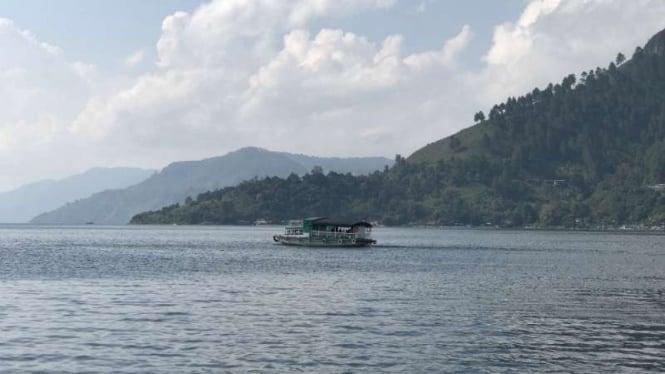 Danau Toba di Kabupaten Samosir, Sumatera Utara.