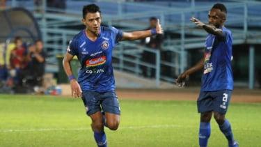 Duet penyerang Arema FC, Dedik Setiawan dan Ricky Kayame