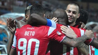 Pemain Madura United rayakan gol.