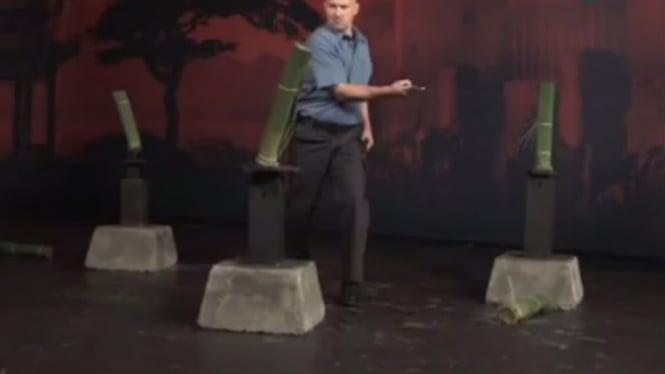 Uji coba pedang Shamshir.