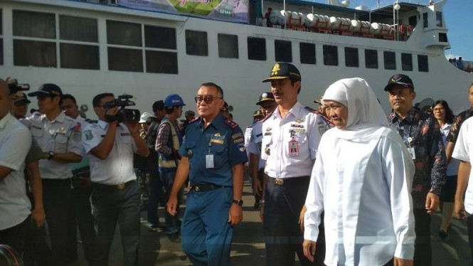 Gubernur Jawa Timur Khofifah Indar Parawansa melepas pemudik asal Jatim