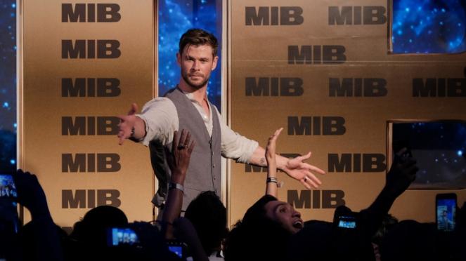 Chris Hemsworth saat Fan Event Men in Black: International di Bali