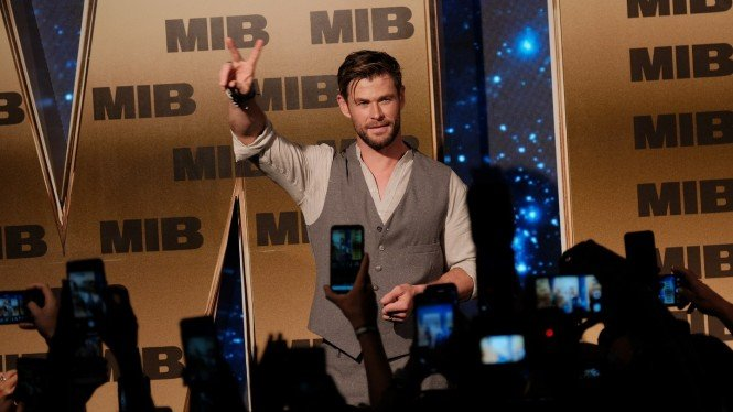 Chris Hemsworth saat Fan Event Men in Black: International di Bali