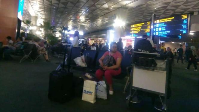 Calon penumpang pesawat di Bandara Soekarno-Hatta, Tangerang, Banten/Ilustrasi.