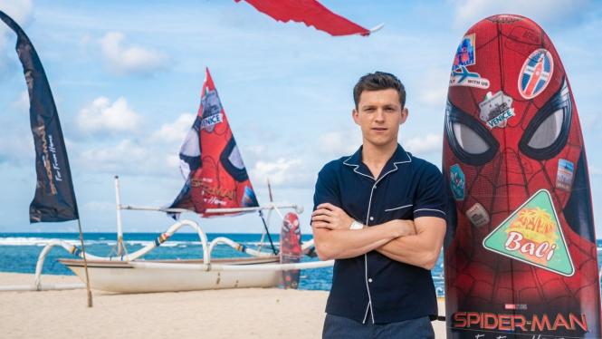 Tom Holland saat Promosi Spider-Man: Far from Home di Bali