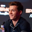 Tom Holland bicara soal nasib Spider-Man usai konflik Disney dan Sony Pictures.