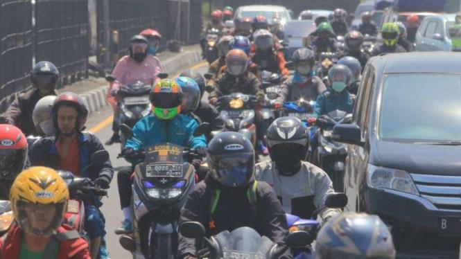(ILUSTRASI) Kepadatan kendaraan di kawasan Pantura Cirebon, Jawa Barat.