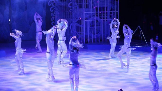 Sirkus di atas es asal Rusia