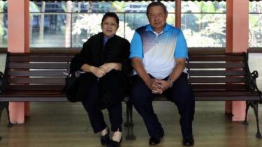 Ani Yudhoyono semasa hidup bersama Susilo Bambang Yudhoyono.