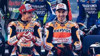 Pembalap tim Repsol Honda, Jorge Lorenzo (kanan) dan Marc Marquez (kiri)