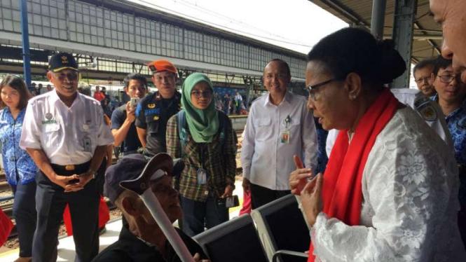 Menteri Yohana Yembise berkunjung ke Stasiun Pasar Senen