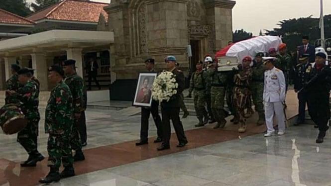 Jenazah Ani Yudhoyono tiba di TMP Kalibata.