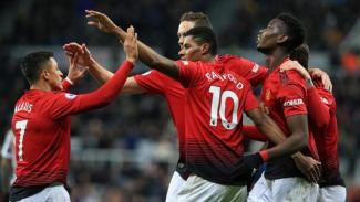 Para pemain Manchester United sedang selebrasi