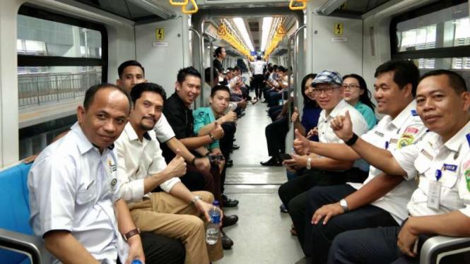 Suasana di dalam LRT Palembang, Sumatera Selatan, Senin, 3 Juni 2019.