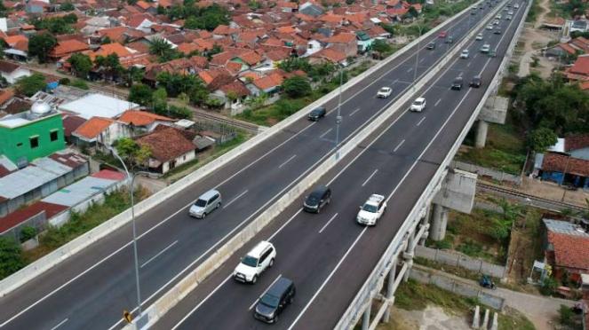 Foto udara jalan tol Pejagan-Pemalang di Adiwerna, Kabupaten Tegal, Jawa Tengah,