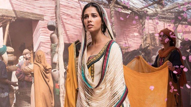 Naomi Scott sebagai Putri Jasmine