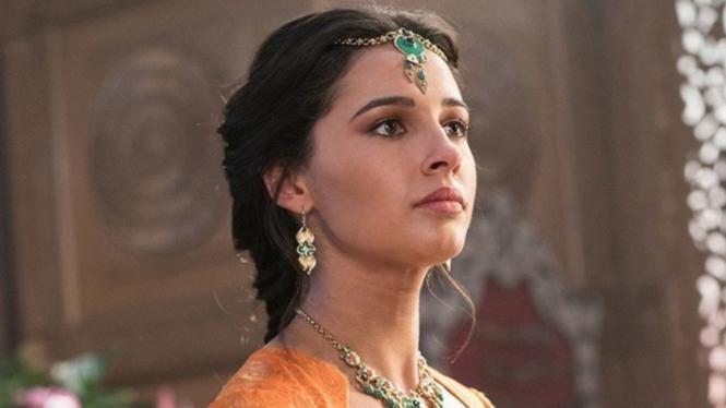 Naomi Scott sebagai Putri Jasmine dalam Aladdin