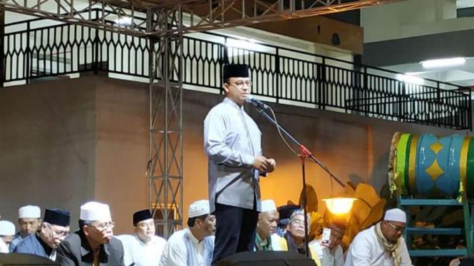Gubernur DKI Jakarta saat menghadiri takbiran di Rusun KS Tubun, Jakarta Barat.